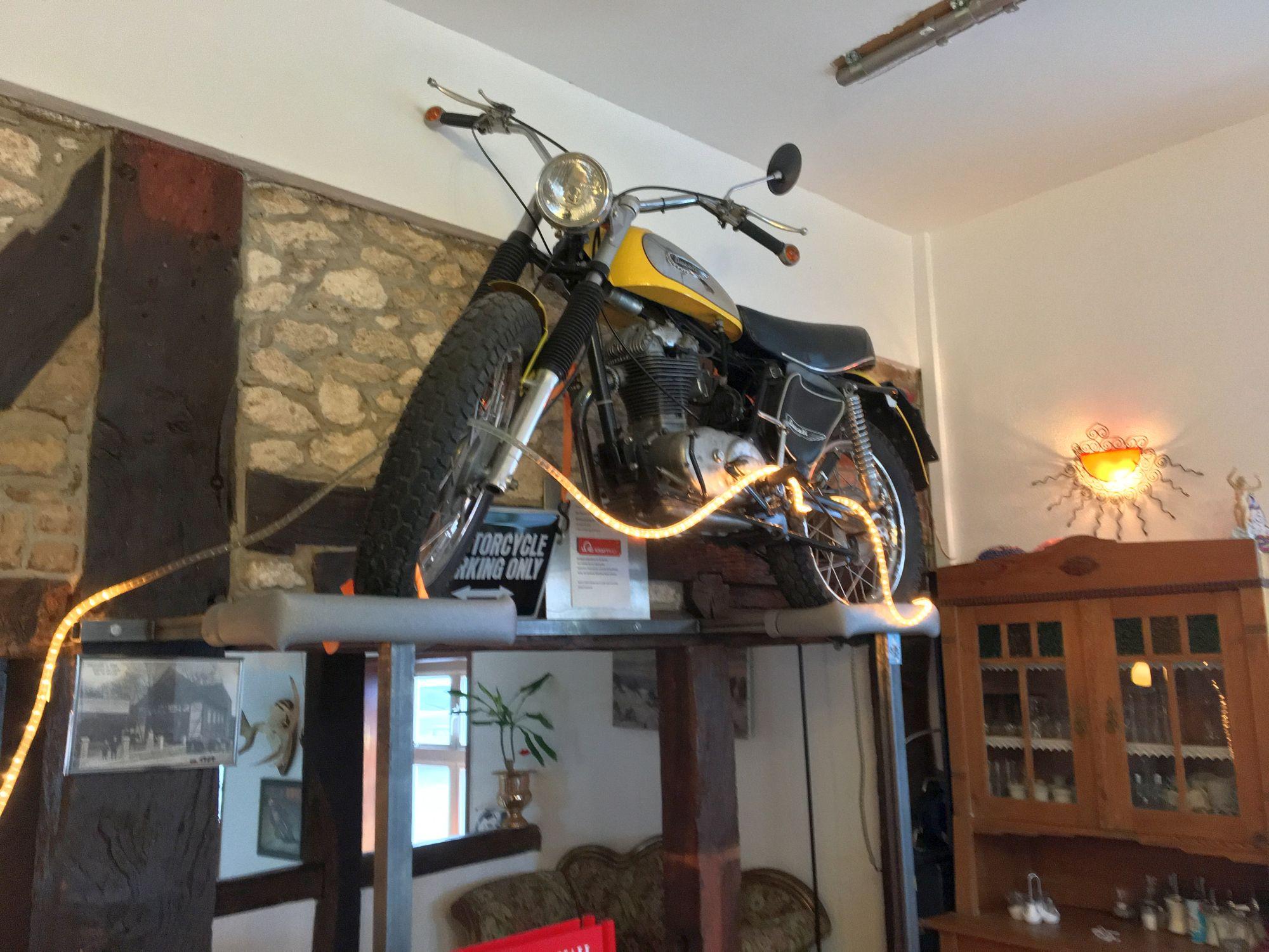 Noerdliches_Harzvorland_Reitlingstal_Elm_Cafe_Vintage_innen_bike_1