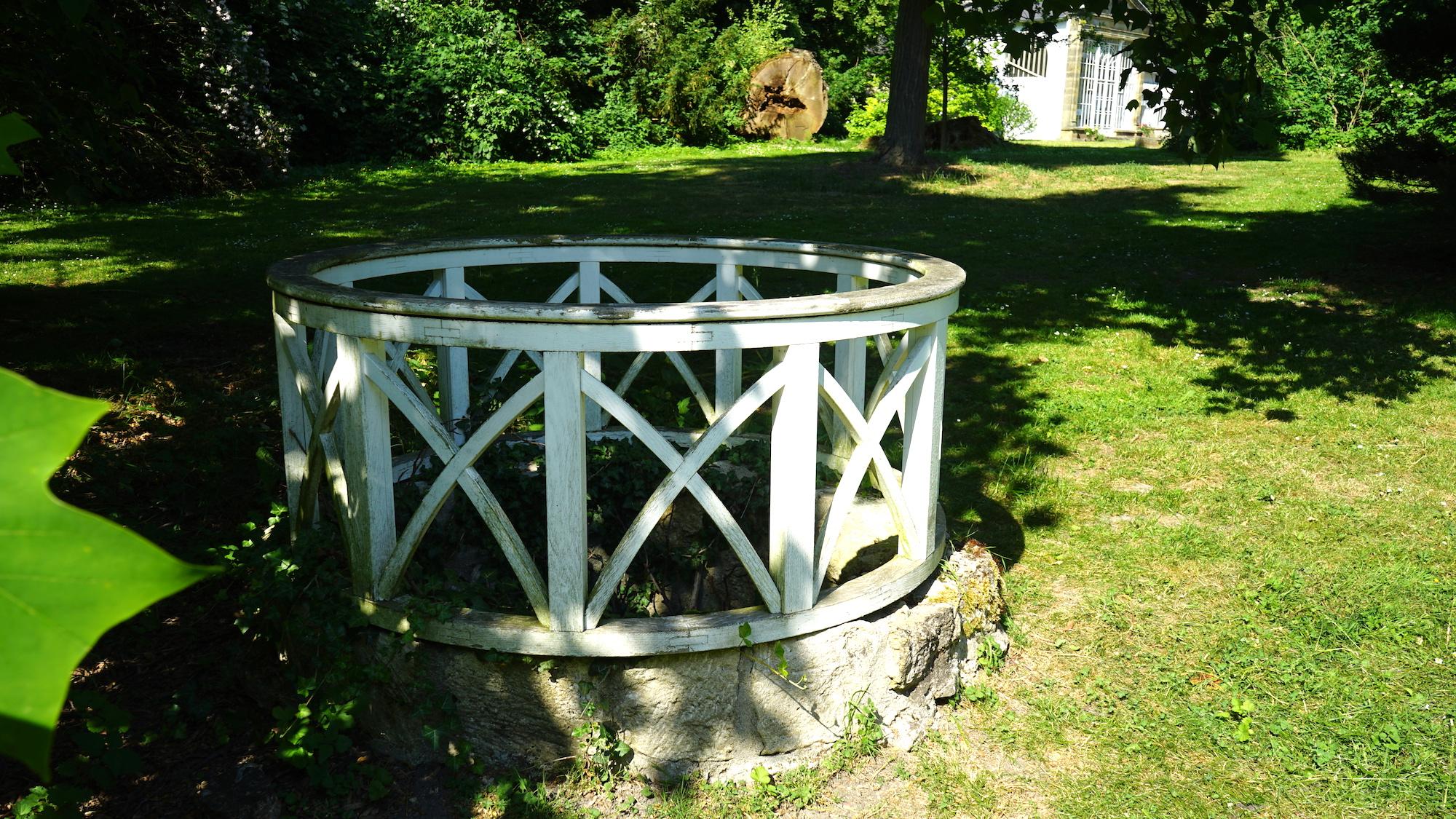 Brunnen in der Nähe des Palmenhauses / Beate Ziehres