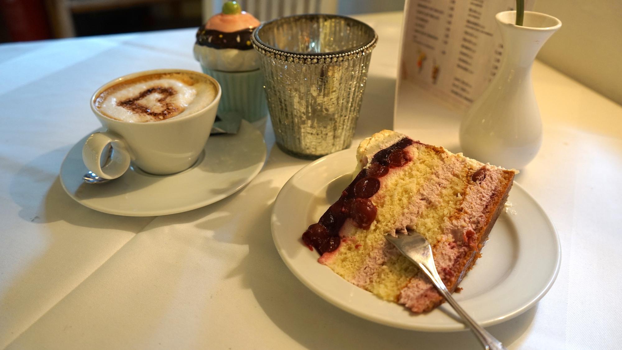 Kirsch-Joghurt-Torte / Beate Ziehres