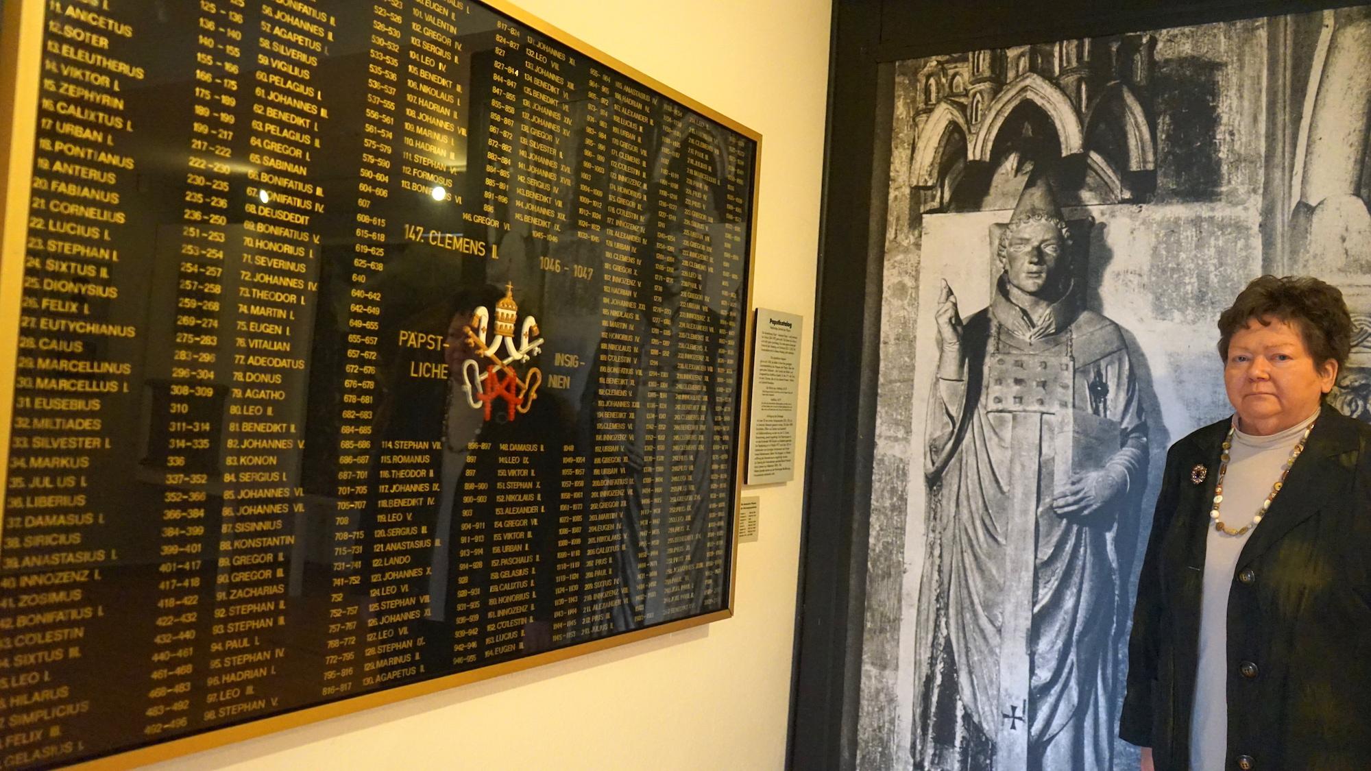 Heimatmuseum Hornburg: Auf dieser Tafel im Papst-Clemens-Gedächtnisraum sind alle Päpste benannt / Beate Ziehres