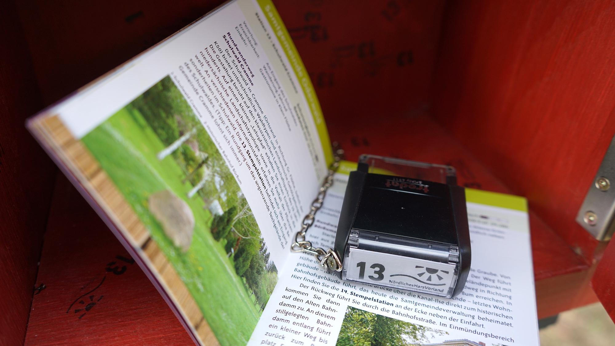 ILE-Freizeitstempel-Pass und Stempel / Beate Ziehres