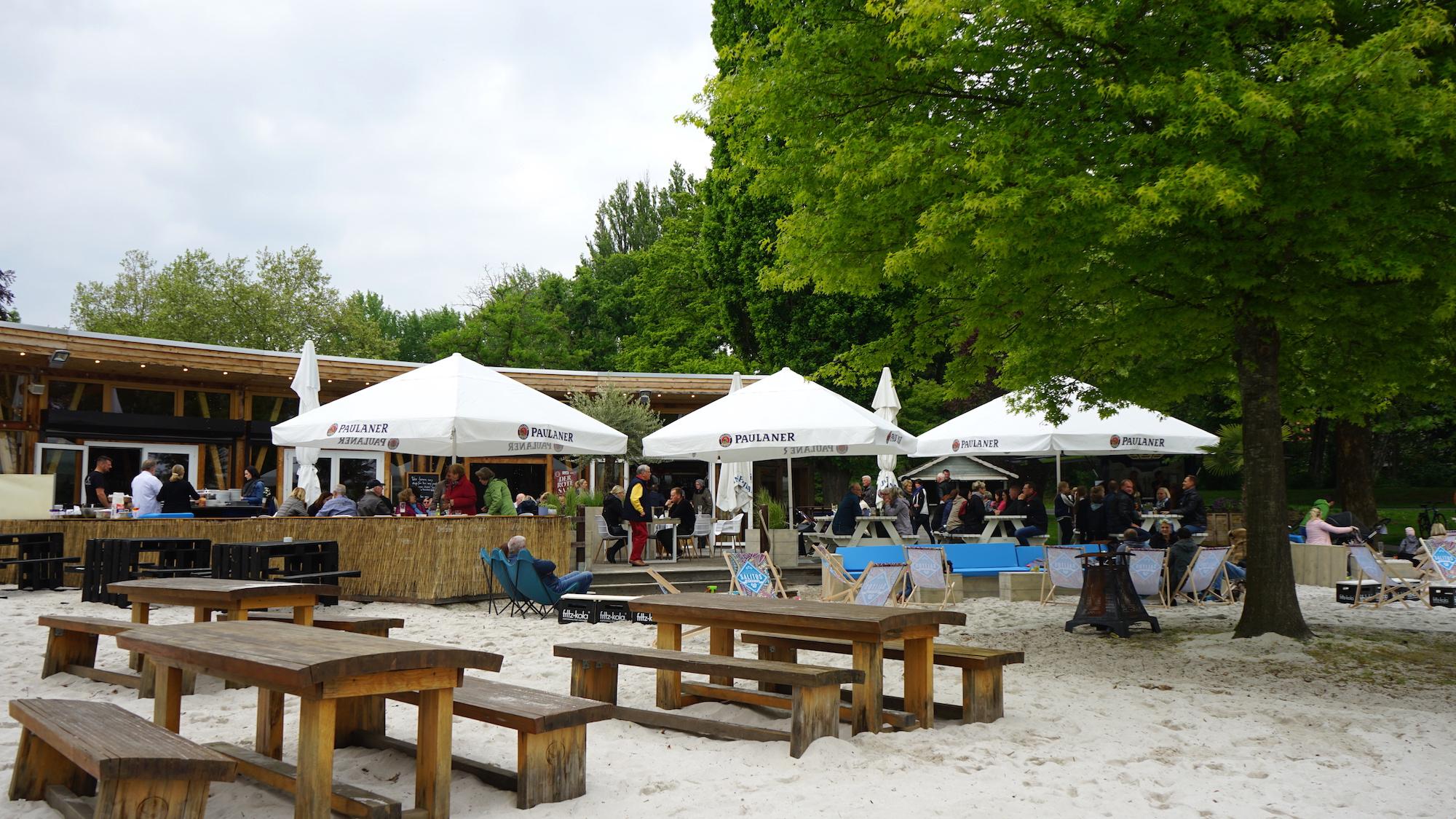 Nördliches Harzvorland: Wolfenbüttel, Beachclub am Stadtgraben / Beate Ziehres