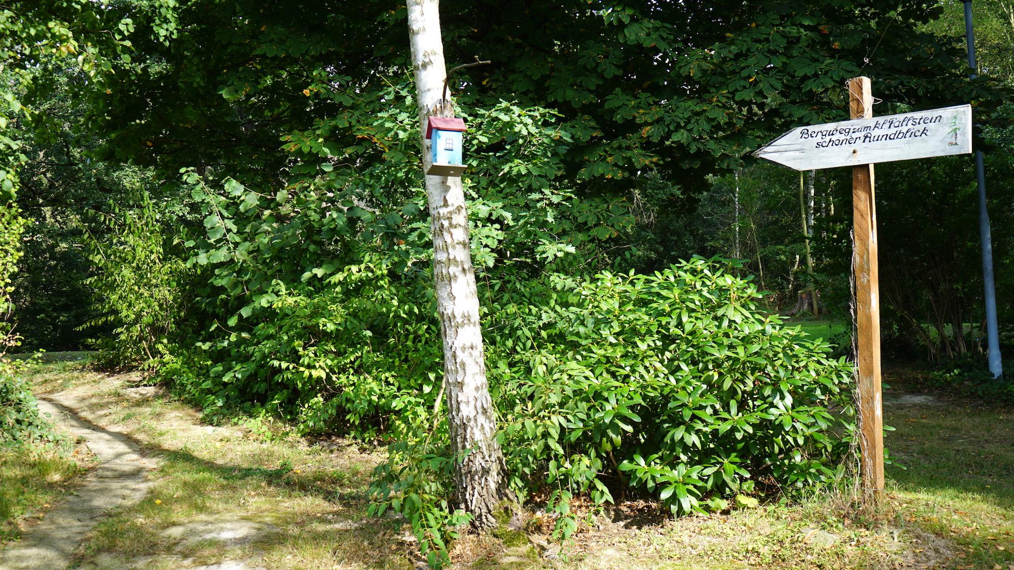 Nördliches Harzvorland: Wegweiser zum Wanderweg / Beate Ziehres