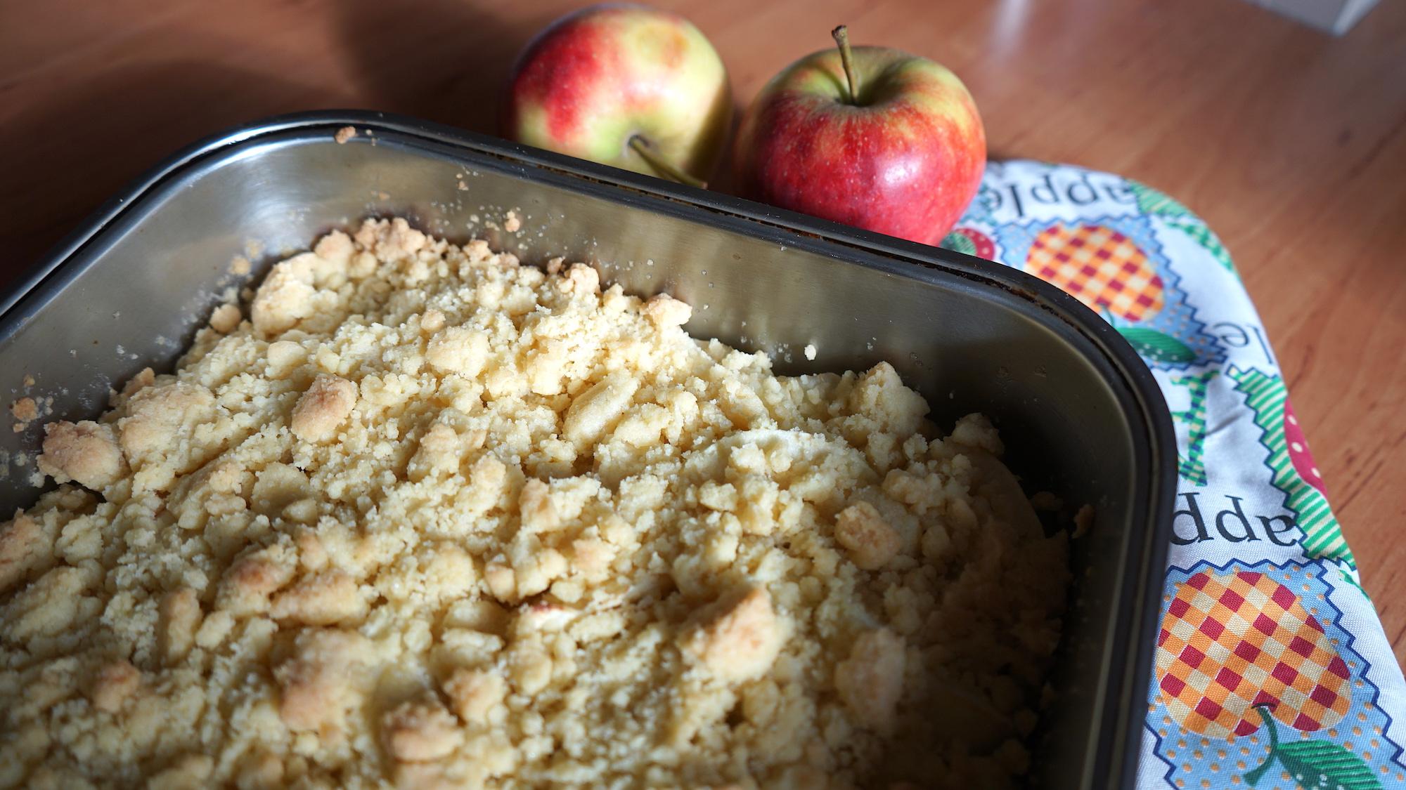 Nördliches Harzvorland: Apfel Crumble nach dem Rezept der Landfrauen / Beate Ziehres