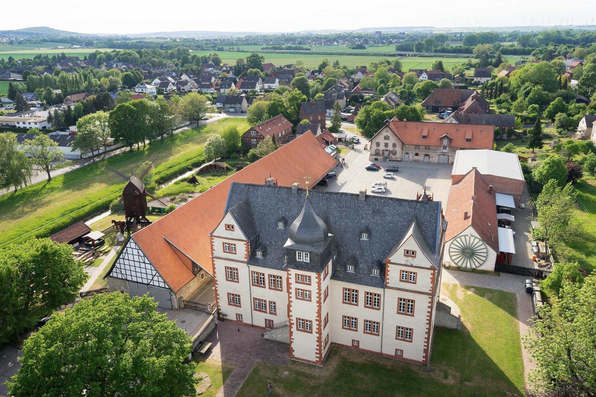 Nördliches Harzvorland, Städtisches Museum Schloss Salder Salzgitter, Schloss Salder von oben. Foto: André Kugellis